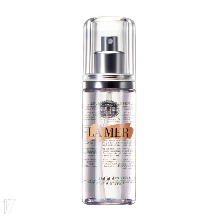 2. La Mer더 미스트이온화된 독자적인 워터 성분,미네랄이 풍부한 해조 성분과식물 추출물, 라메르의 핵심성분인 미라클 브로스를 함유했다.피부 유연 효과 또한 뛰어나다.100ml, 10만원대.