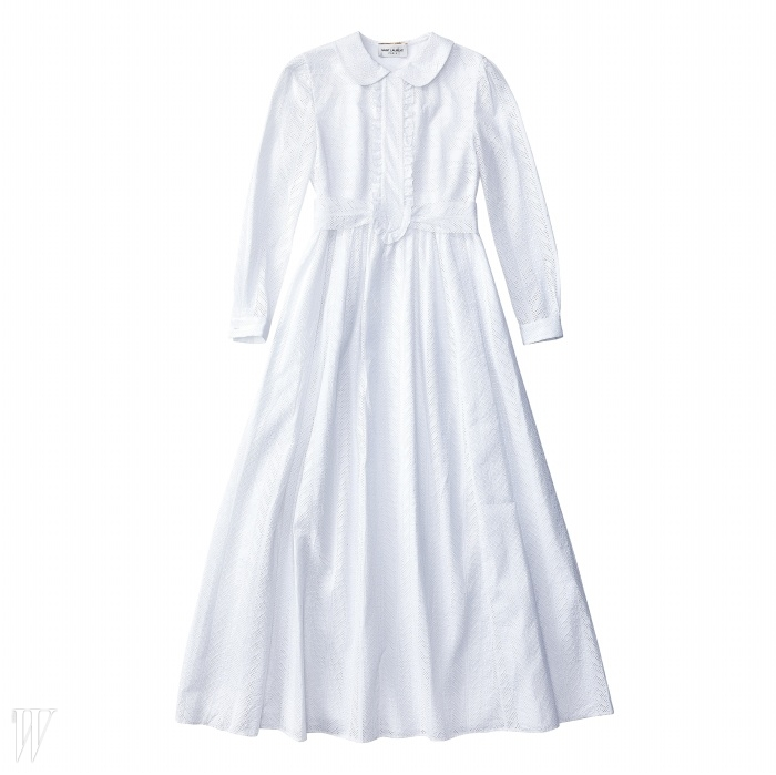 SAINT LAURENT 둥근 칼라 장식의 아일릿 롱 드레스. 가격 미정.
