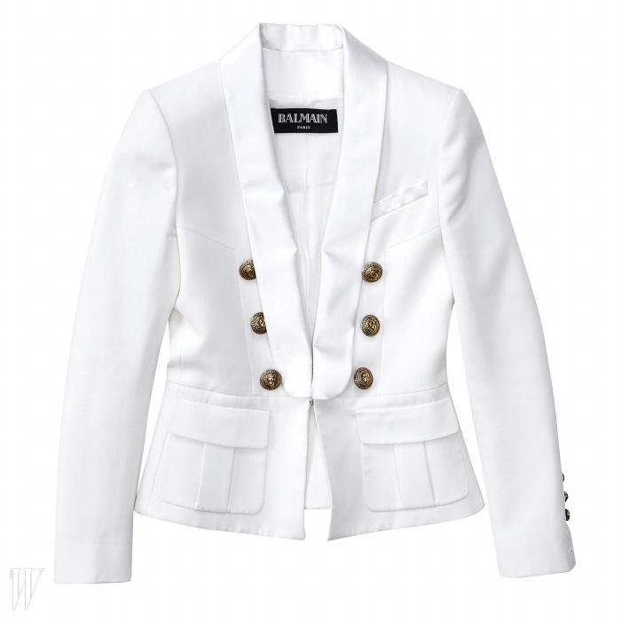 BALMAIN 큼직한 단추가 멋진 더블브레스트 턱시도 재킷. 가격 미정.