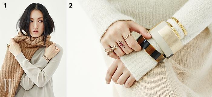 1. 백사장이 연상되는 톱은 루이 비통 제품. 가격 미정. 스카프처럼 두른 스웨터는 H&M 제품. 가격 미정. 왼손의 반지는 토즈 제품. 44만5천원. 오른손의 반지는 모두 디디에두보 제품. 위부터 49만8천원, 99만8천원.2. 스웨터는 랄프 로렌 제품. 가격 미정. 니트 스커트는 프라다 제품. 가격 미정. 세 손가락에 끼는 독특한 반지는 디올 제품. 90만원대. 줄무늬 뱅글은 루이 비통 제품. 59만5천원. 면 분할 패턴 뱅글은 에르메스 제품. 가격 미정. 골드 뱅글은 ck 캘빈 클라인 주얼리 제품. 17만원.