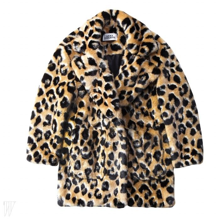 LUCKY CHOUETTE 레오퍼드 패턴의 페이크 퍼 재킷. 69만8천원.