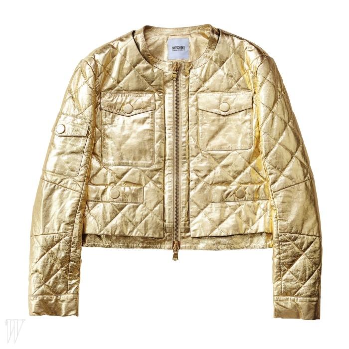 MOSCHINO CHEAP AND CHIC 메탈릭한 금색 퀼팅 재킷. 1백41만원.