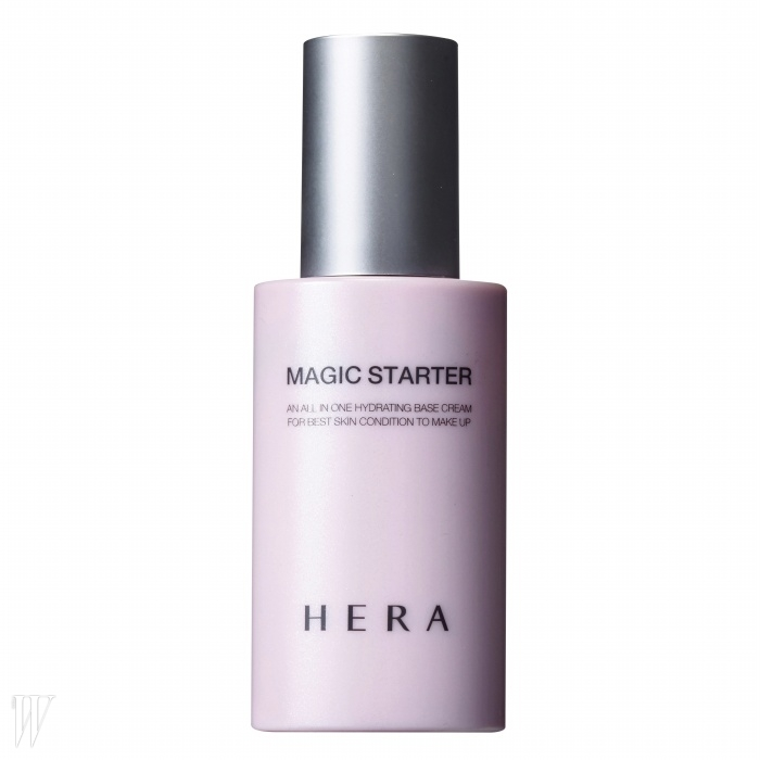 3. Hera 매직 스타터(이너 글로우)촉촉하니 투명한 베일을 씌운 듯한 베이스 표현이 가능하다. 40ml, 4만원.