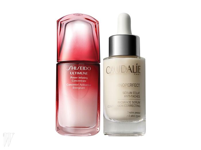왼쪽 |Shiseido 얼티뮨 파워 인퓨징 컨센트레이트은행나무 잎과 박하, 타임 등에서 추출한 식물 성분이 피부 방어력과 자생력을 한껏 끌어올려준다. 50ml, 14만7천원.오른쪽 | Caudalie 비노퍼펙트 래디언스 세럼포도나무의 비니페린 성분이 다크 스폿을 개선하고 피부 톤까지 업시켜준다. 30ml, 11만원.