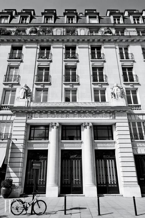파리에 새롭게 문을 연 로에베 본사.