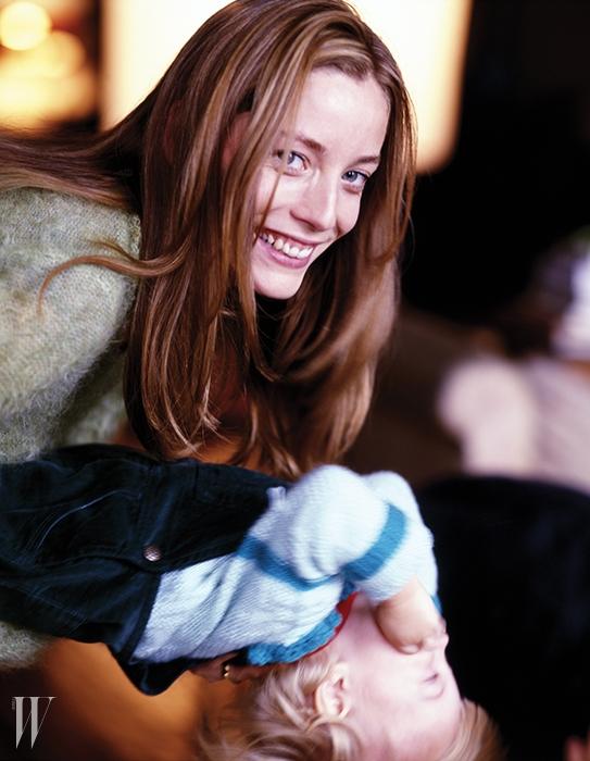 룰루의 조카 루시 드 라 팔레즈와그녀의 어린 딸 엘라(1998).