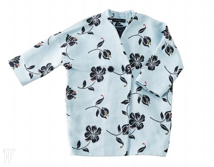 부드러운 색감의 서정적인 꽃무늬 재킷은 ZARA제품. 17만원대.