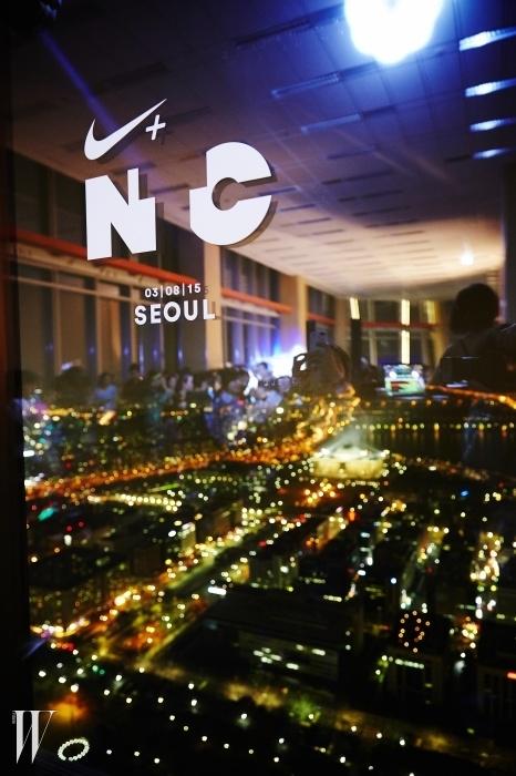 이번 N+ TC 트레이닝 세션이 열린 IFC몰 54층에서 내려다 본 서울의 아경.