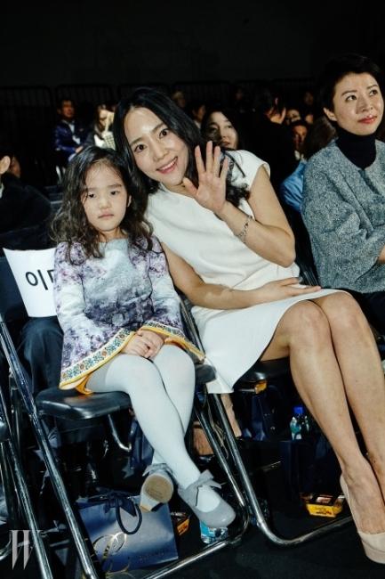 15 F/W 미스지(Miss Gee)에서 만난배우 이범수의 아름다운 아내이자 비엘타 대표 이윤진, 딸 이소을