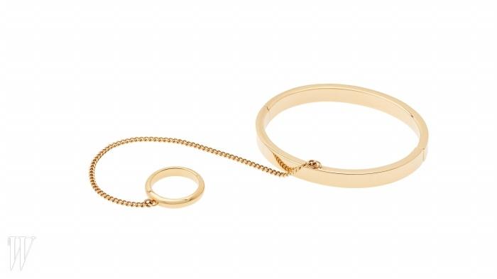 CHLOE 팔찌와 반지가 하나로 연결된 액세서리. 가격 미정.