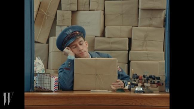 <The Postaman> 영상 중 한 장면.