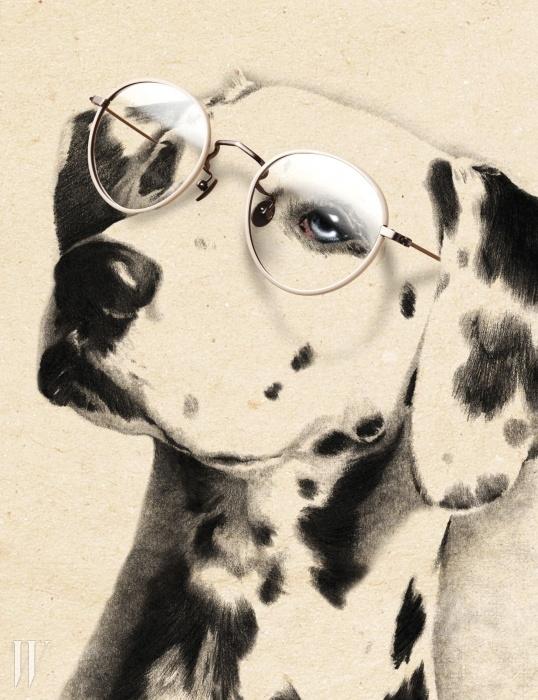 시원한 느낌을 주는 흰색 프레임 안경은여름에 제격이다. 홀릭스 제품. 20만5천원.