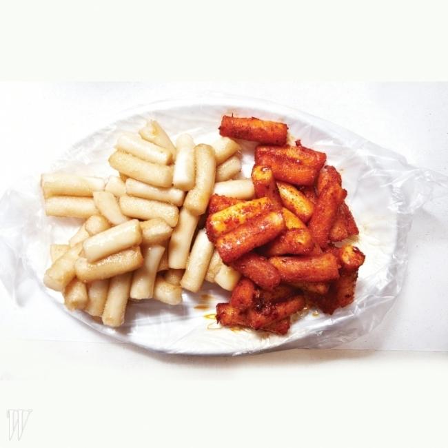 매운맛옵션: 떡볶이, 짬뽕, 비빔냉면원조할머니떡볶이WHAT 먹고 나면 자꾸만 생각나는 마성의 맛, 고춧가루 기름떡볶이WHERE 서울시 종로구 통인동 94