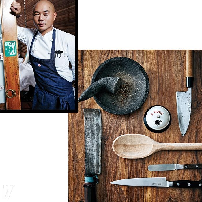 시계 방향으로 | 향신료를 빻을 때 쓰는 절구,비스트로 차우기의 필수품인 벨, 인도네이사에서 사온 칼,스튜를 조리할 때 쓰는 주걱, 스패츌러, 생선 손질용 칼,고기를 절단하는 슬라이서.