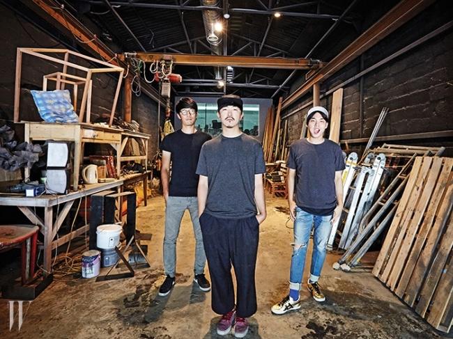 왼쪽부터 패브리커의 두 동업자 김동규,김성조와 인턴 양다슬.