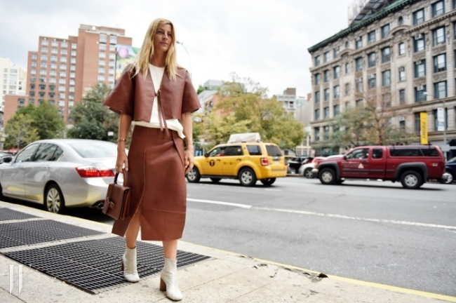 가죽의 견고한 멋을 그대로 살린 패션 피플의 스타일링.