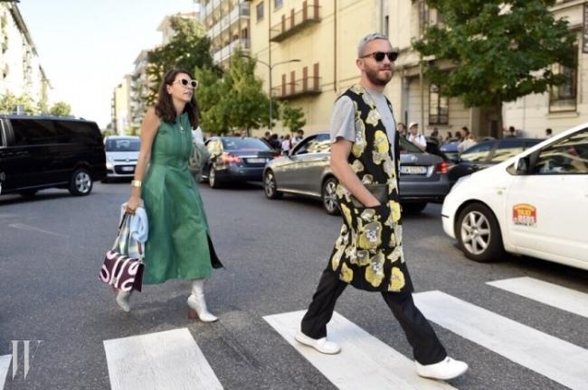 완벽한 중성 패션! 남성과 여성의 경계가 무너진 과감한 스타일링.
