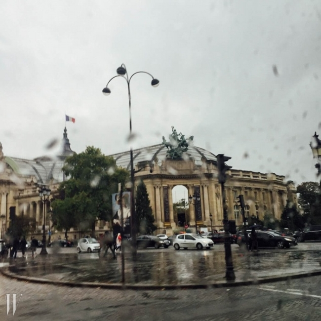 하루종일 비를 뿌렸던 파리의 하루.