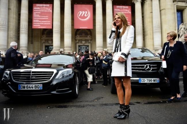 스트리트 스냅은 그녀로 시작해서 그녀로 끝난다. 파리의 마지막 날에도 어김 없이 포착된 안나 델로 루소.