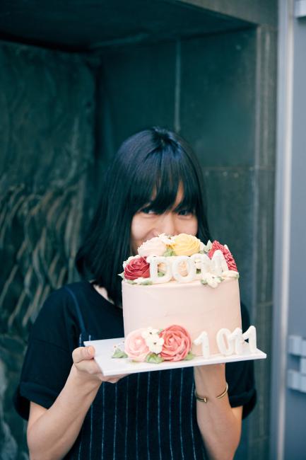 배두나의 생일을 축하하며 팬들이 준비한 케이크.
