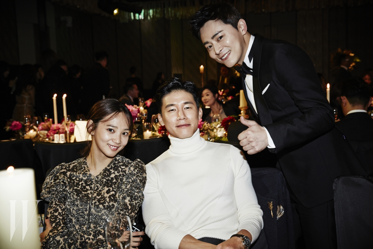 배우 김무열, 윤승아 부부와 조정석이 한자리에 모였다.