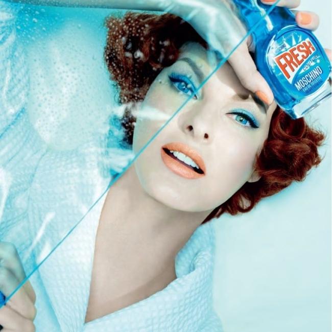 2015년. 최근 출시된 모스키노 향수 'Fresh Couture'의 모델이 된 린다.