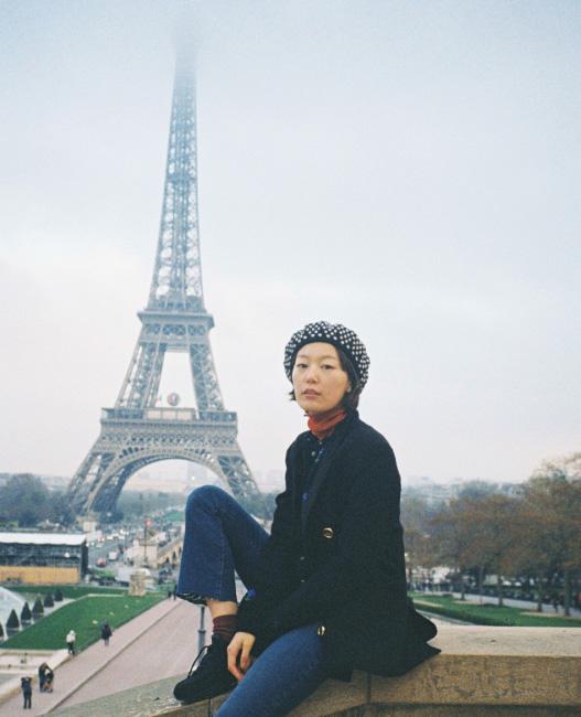 샤요 궁 에펠탈을 뒤로 두고 다리를 건너면 샤요 궁이 있는데 궁의 담벼락에 앉아 사진을 찍으면 인생샷을 남길 수 있다. 에펠탑을 가장 아름답게 볼 수 있는 곳 중 하나.