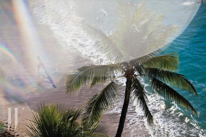 Lens flare over Waikiki shore break