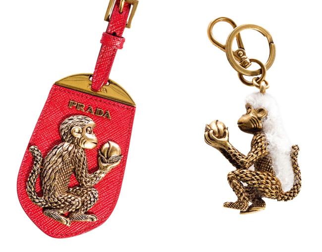 핑크색 사피아노 가죽과 원숭이 모티프 장식이 조화를 이룬 키링은 프라다 제품. 40만원대.
