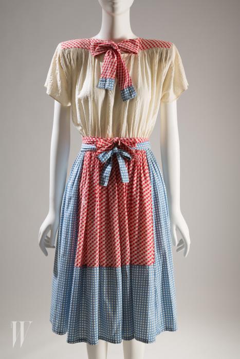 '오즈의 마법사' 속 도로시를 떠올리는 아드리안의 드레스, 1942.
