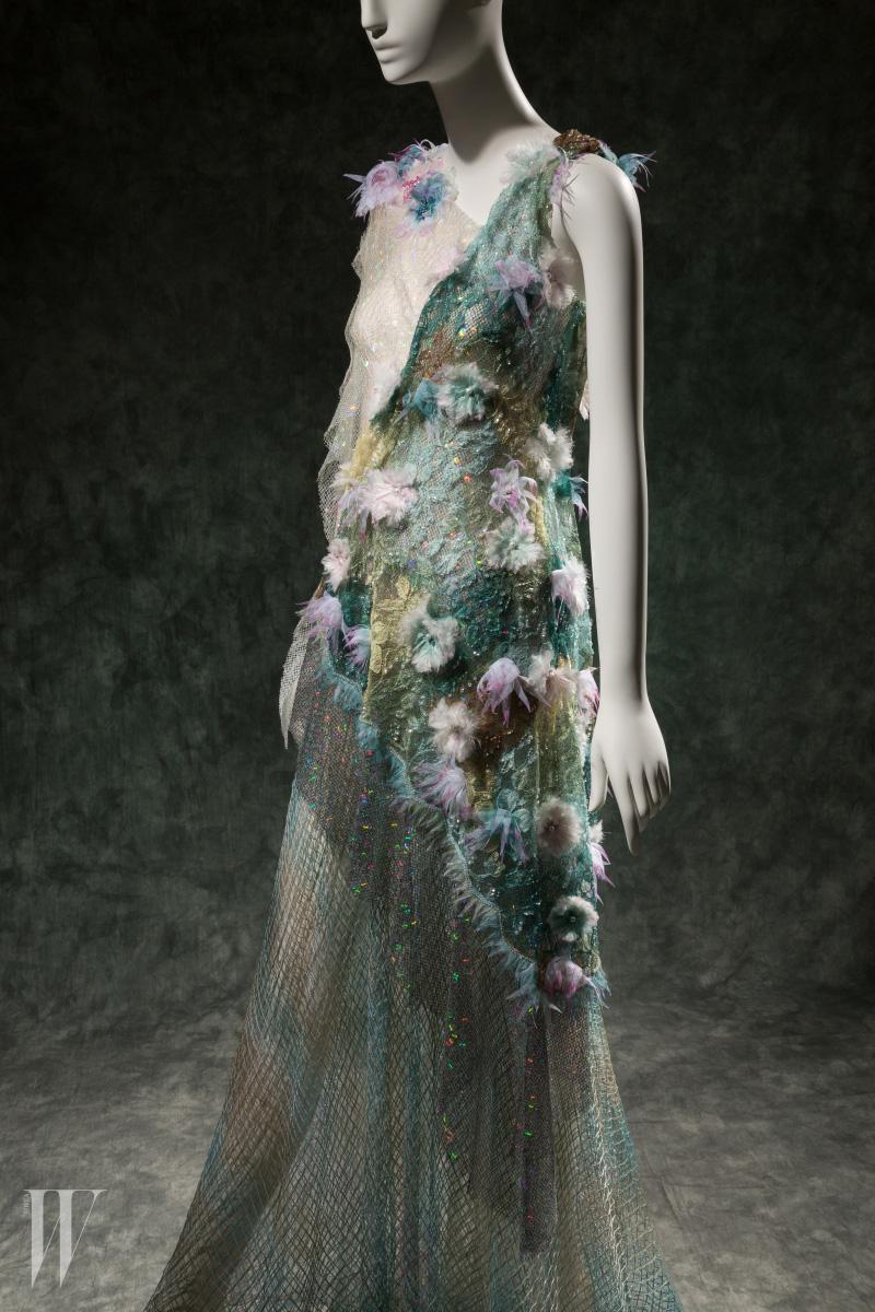 '인어 공주'와 매치되는 로다테의 이브닝 드레스, 2015 봄 컬렉션.