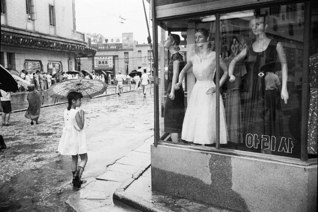 5) 한영수,서울 명동,1958(한영수문화재단제공)