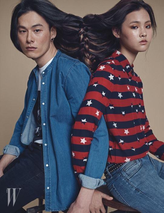 앨리스가 입은 별 문양 줄무늬 셔츠와 데님 팬츠 그리고 스터드 벨트. 김원중이 입은 프린트 티셔츠와 데님 셔츠, 회색 데님 팬츠는 모두 The Kooples 제품.