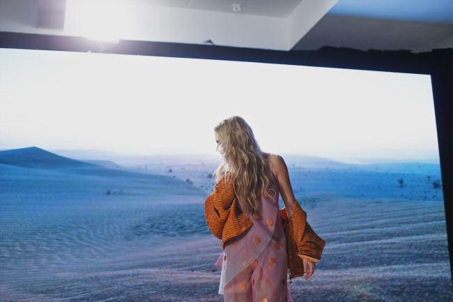 영상에 등장하는 모든 제품과 악세서리는 엠포리오 아르마니 16SS 컬렉션 제품.