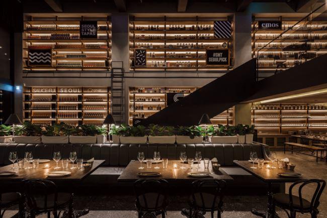 SMT 서울의 내부. 카페 겸 타파스 레스토랑, 프라이빗한 펜트하우스, 옥상의 야외 버티컬 가든 등 다양한 콘셉트로 구성됐다.