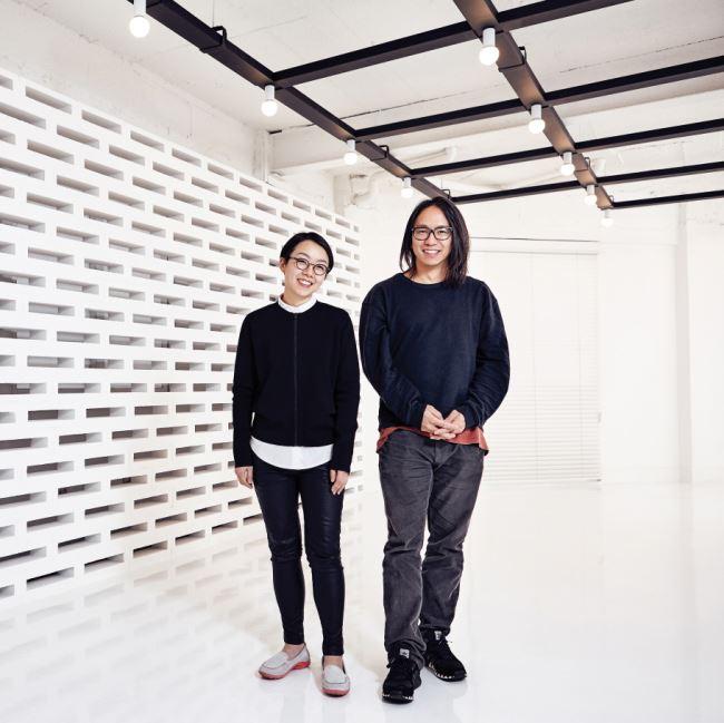 디스위켄드룸의 디렉터 김나형과 아티스트 라이브 쇼케이스의 첫번째 주자인 송호준.