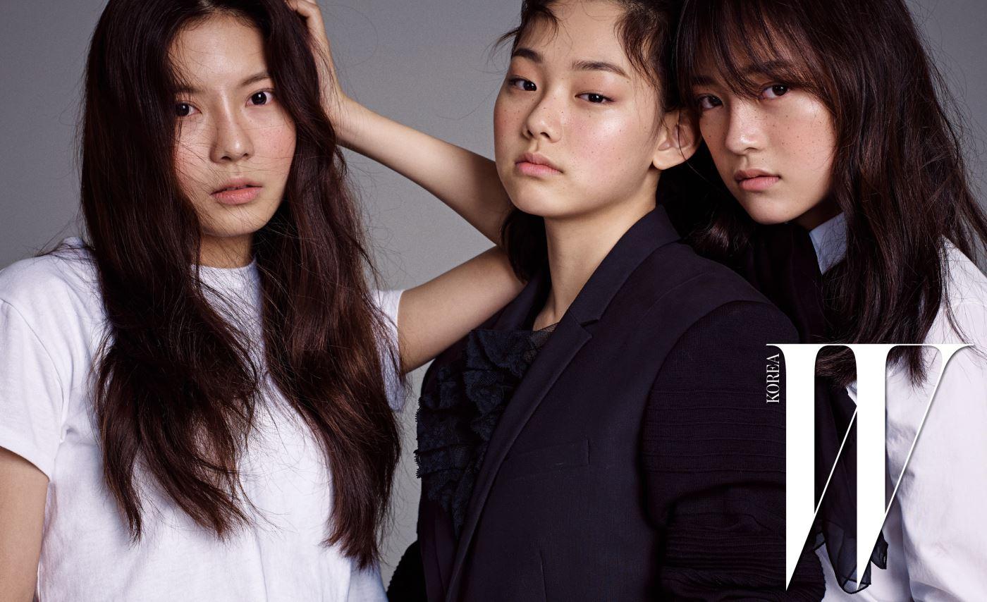 김나영이 입은 크롭트 톱은 Fleamadonna, 강미나가 입은 검은색 재킷은 Juun.J, 안에 입은 검정 튤 드레스는 Miu Miu, 김세정이 입은 화이트 셔츠와 시폰 보타이는 Saint Laurent 제품.