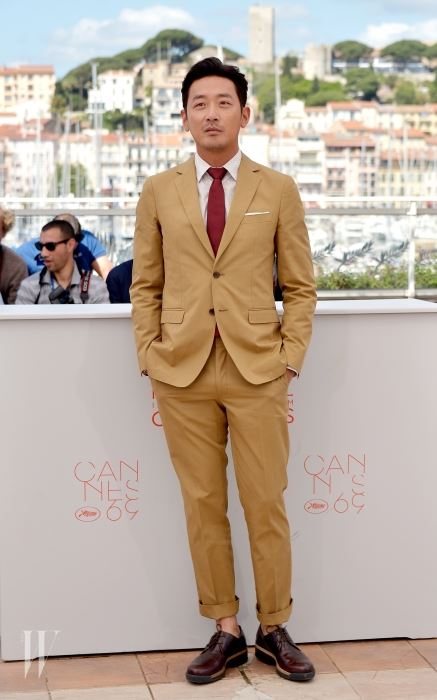 "CANNES, FRANCE - MAY 14:  Actor Ha Jung-Woo attends ""The Handmaiden (Mademoiselle)"" photocall during the 69th annual Cannes Film Festival at the Palais des Festivals on May 14, 2016 in Cannes, France.  (Photo by Dominique Charriau/WireImage)"