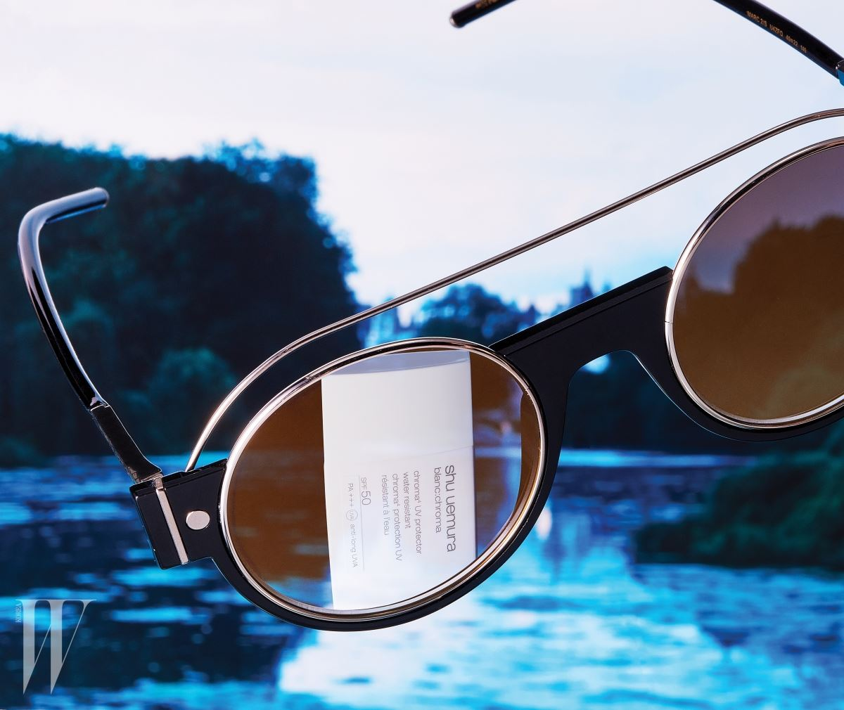 둥근 라인을 강조한 선글라스는 마크 제이콥스 by 사필로.