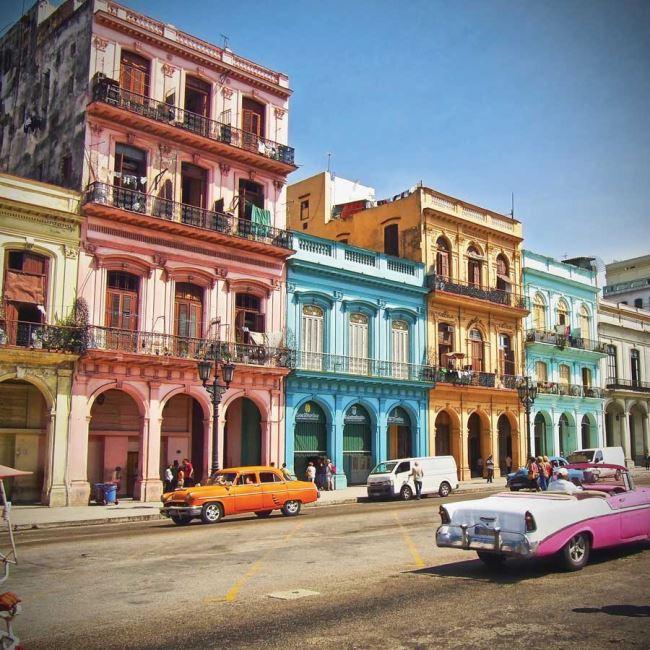 시간이 멈춘 듯한 쿠바의 오래된 건물들.
