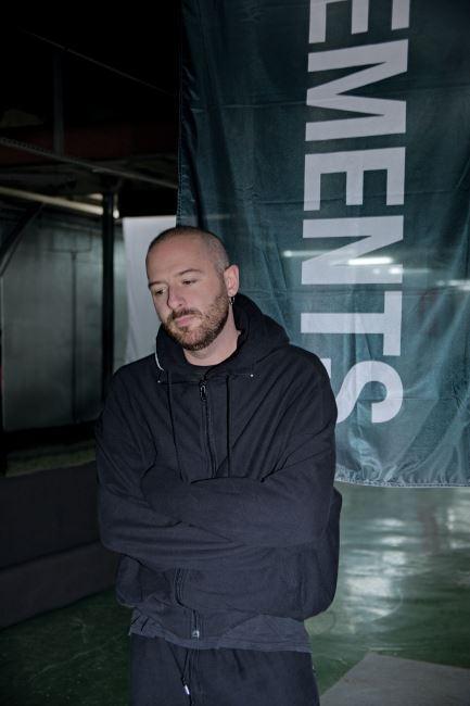 지난 7월 5일, 파리 리퍼블릭 광장 근처의 베트멍 쇼룸에서 직접 만나 인터뷰를 나눈 디자이너 뎀나 바잘리아의 흥미로운 포트레이트.