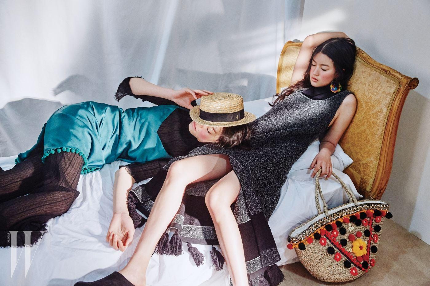 왼쪽부터 | 살결이 비치는 톱과 팬츠, 폼폼 장식 슬립 드레스는 모두 Lovlov, 라피아 모자는 Bimba Y Lola, 프린지 장식 니트 드레스와 나막신 뮬은 Proenza Schouler, 알록달록한 폼폼 장식 귀고리는 Rosantica by Net-a-Porter, 민속적인 무드의 라피아 토트백은 Mystique by Shopbop 제품.