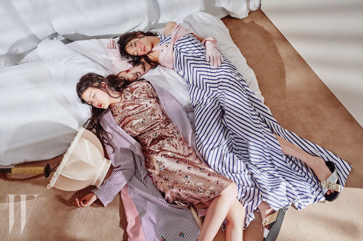 왼쪽부터 | 시퀸 장식 드레스는 Gucci, 꽃 모양 크리스털을 장식한 줄무늬 코트는 Rabbitti, 드라마틱한 줄무늬 점프슈트는 Ralph Lauren, 분홍색 브라톱과 장갑은 SJYP, 메탈 소재 꽃이 장식된 슬리퍼는 Fendi 제품.