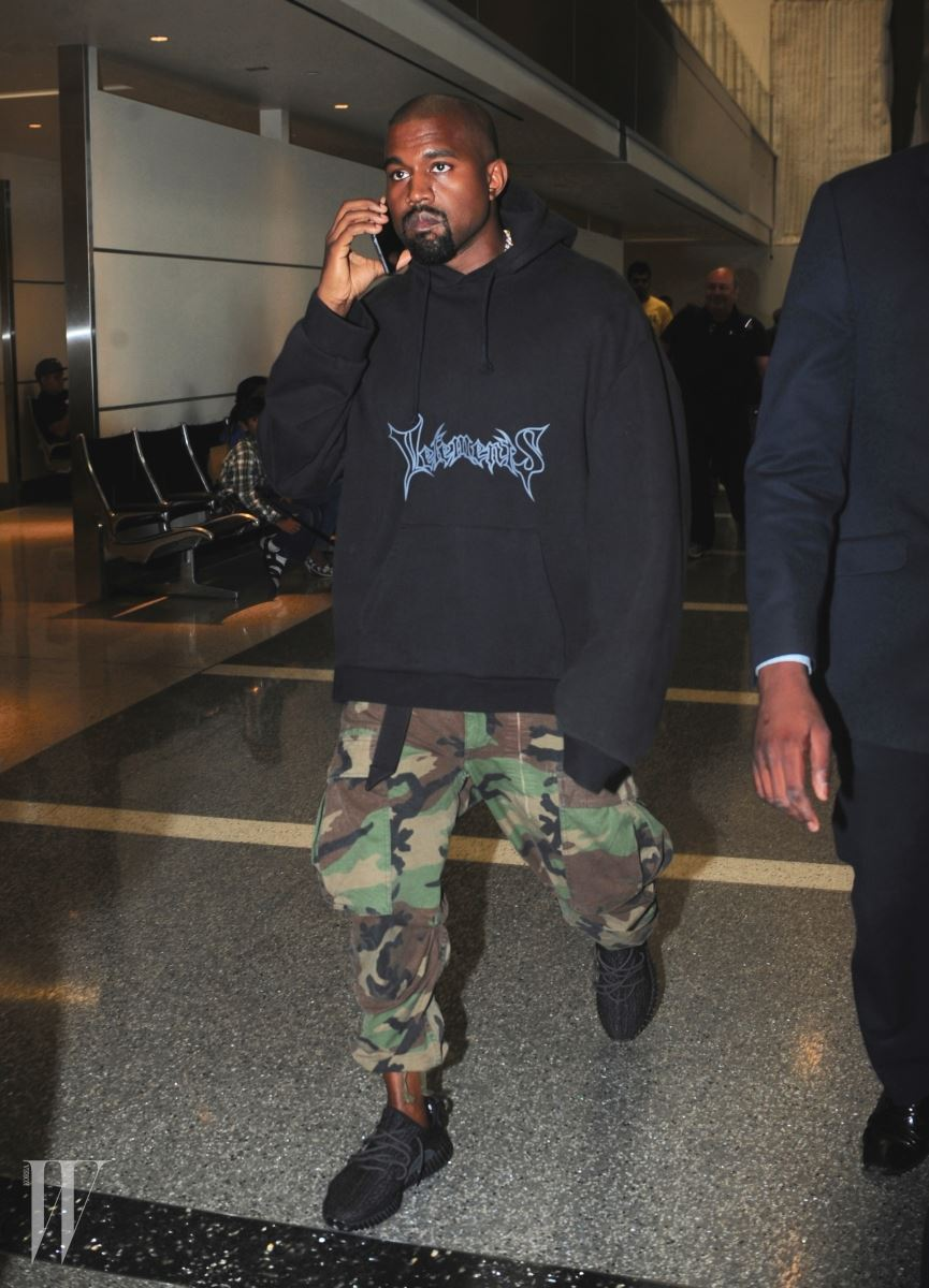 Kanye West Spotted at LAX Airport Pictured: Kanye West Ref: SPL1071751  060715   Picture by: Khrome / Splash News Splash News and Pictures Los Angeles:310-821-2666 New York:	212-619-2666 London:	870-934-2666 photodesk@splashnews.com