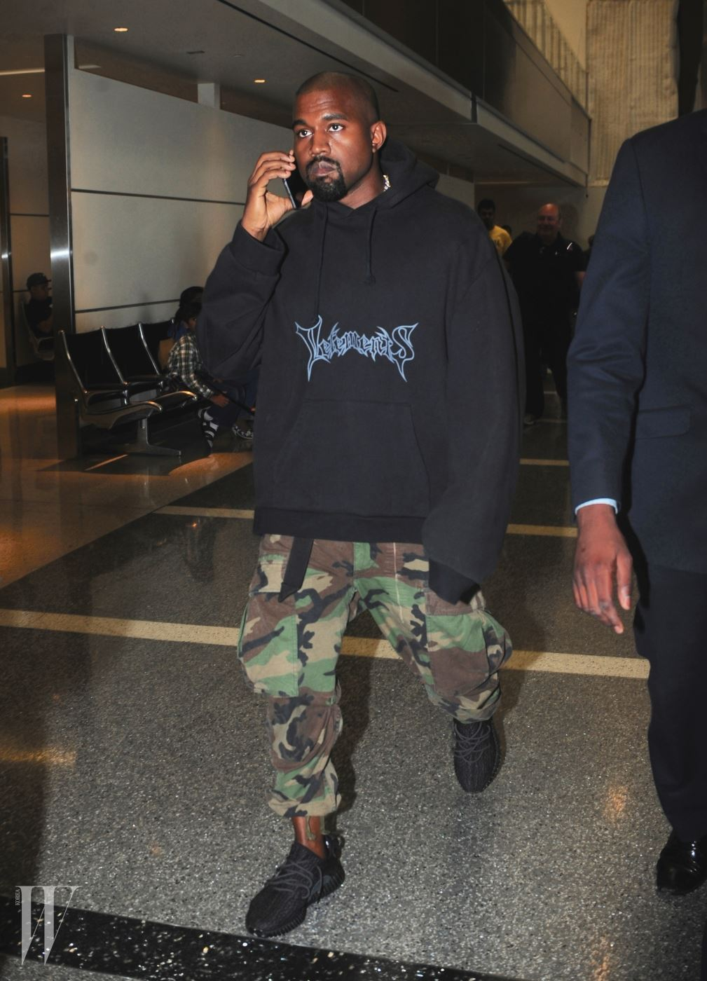 Kanye West Spotted at LAX Airport Pictured: Kanye West Ref: SPL1071751  060715   Picture by: Khrome / Splash News Splash News and Pictures Los Angeles:310-821-2666 New York:212-619-2666 London:870-934-2666 photodesk@splashnews.com