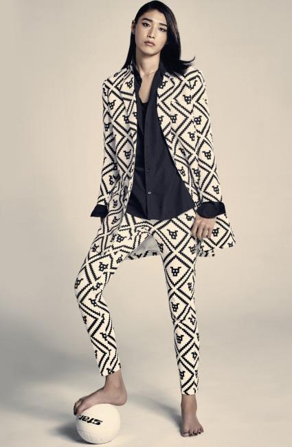 셔츠와 패턴이 들어간 슈트는 모두 푸시버튼 제품.