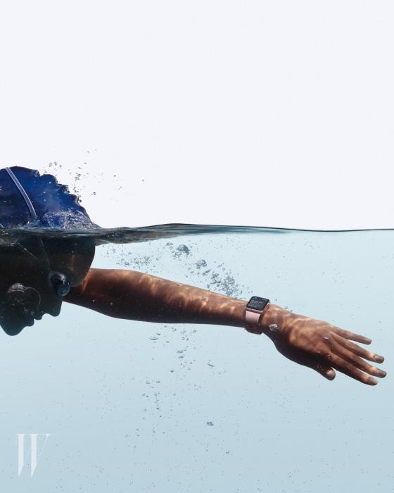 Watch-Lifestyle-Swimming_PR-PRINT