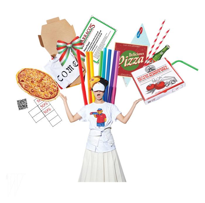 피자 배달부 곰이 프린트된 티셔츠는 피자 스케이트보드 by 하이드 앤 라이드 제품. 6만8천원. 뷔스티에는 프라다 제품. 1백만원대. 스커트는 에르메스 제품. 가격 미정. 피자 모티프 자수가 위트 있는 야구모자는 모두 피자 스케이트보드 by 하이드 앤 라이드 제품. 각각 5만5천원.
