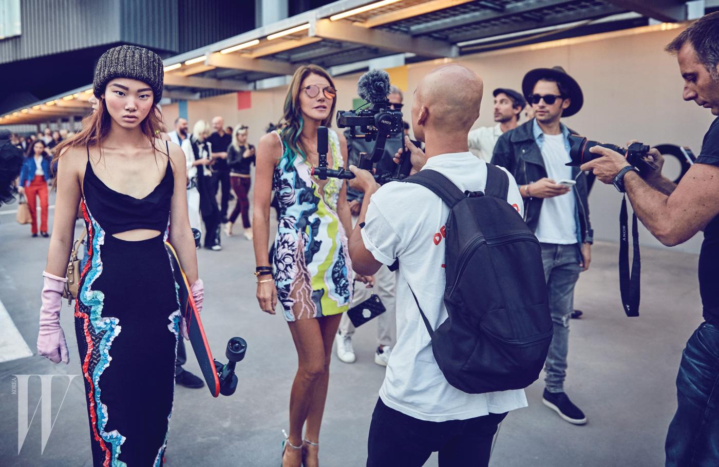 시퀸 장식 슬립 드레스 Versace, 비니는 Nonagon 제품.