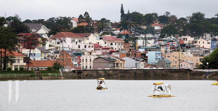 시내 중심에 있는 쑤언흐엉 호수.